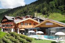 صور توضيحية لهذه الفئة من الإقامة مقدمة من   Alpine French School
