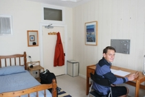 صور توضيحية لهذه الفئة من الإقامة مقدمة من   EC English - 1