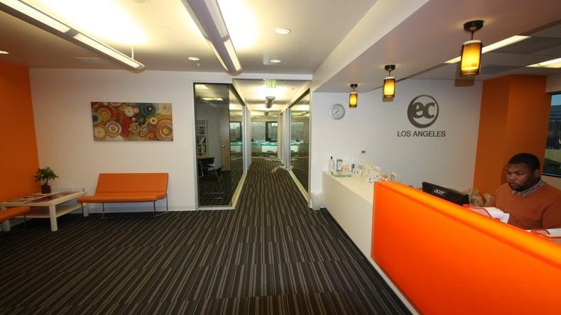 مكتب استقبال EC English
