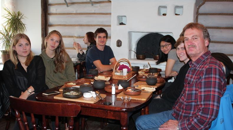 الإستمتاع بتناول وجبة في سانت بطرسبرغ