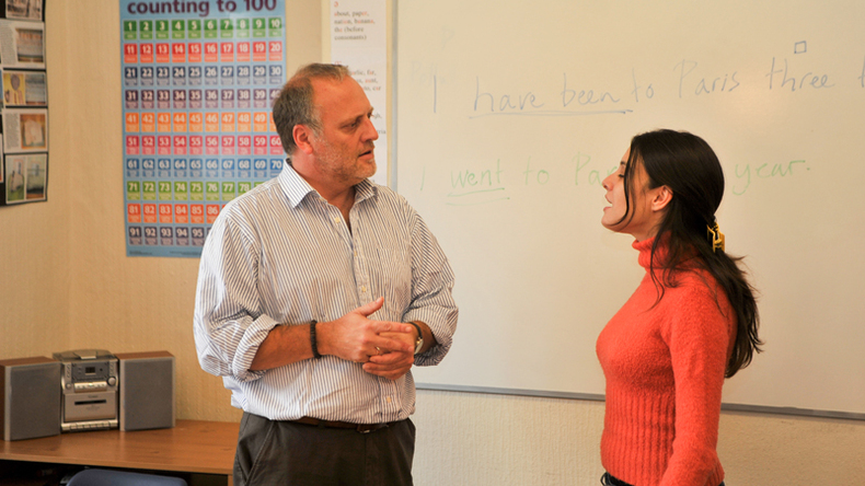 enseignant et étudiant