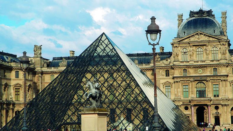 Pyramide de verre du Louvre