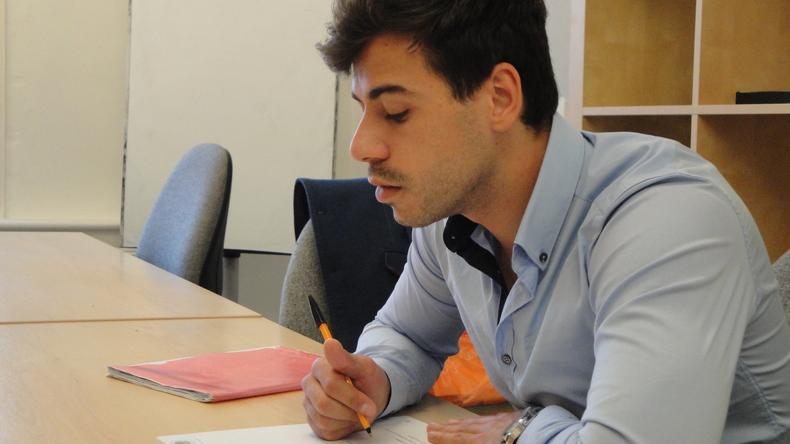 En train d'étudier