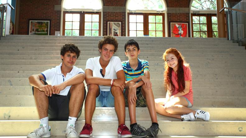 Estudiantes en el pasillo