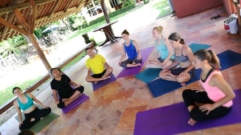 Yoga hos Intercultura Costa Rica Spanish Schools