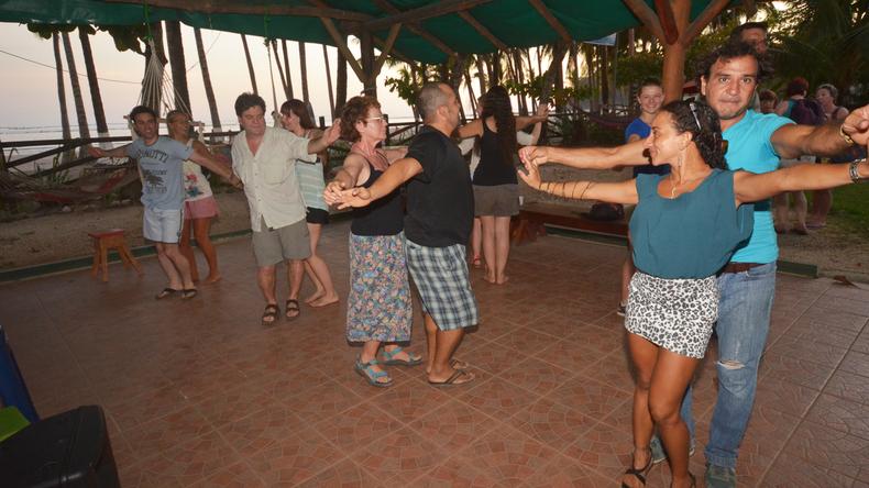 Danseklasser hos Intercultura Costa Rica Spanish Schools
