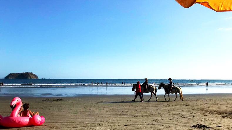 Dag ved stranden