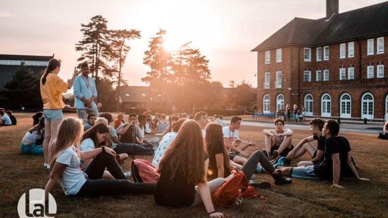 Elever på græsset