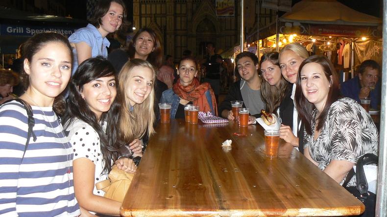 Centro Fiorenza - IH Florence students socialising