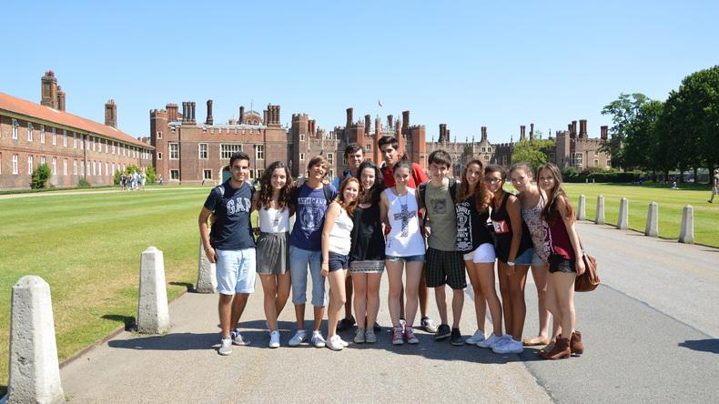 Students exploring London