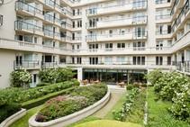 Résidence Porte de Versailles - Apart\'hotel, Accord French Language School, Paryż