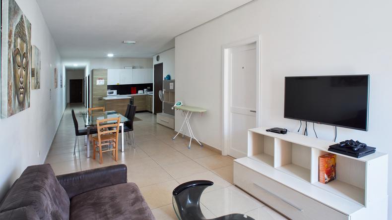Salon i telewizor w mieszkaniu