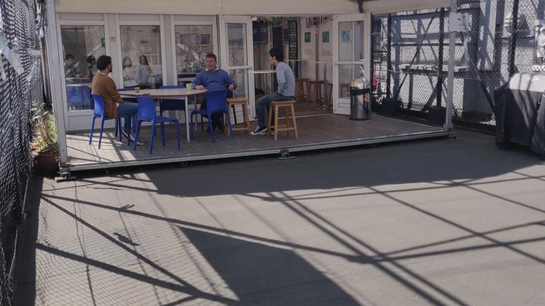 Salon na dachu OHC English