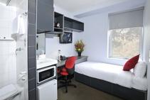 Hotel de Estudante, Discover English, Melbourne - 1