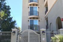 Общежитие в северной части Голливуда , Mentor Language Institute Hollywood, Лос-Анджелес - 2