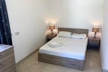 Exempelbild av bostadskategorin som ACE English Malta anordnar.