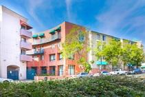 Exempelbild av bostadskategorin som CEL College of English Language Downtown anordnar. - 2