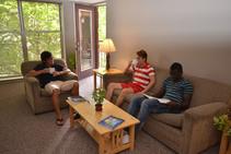 Exempelbild av bostadskategorin som WESLI Wisconsin ESL Institute anordnar. - 2