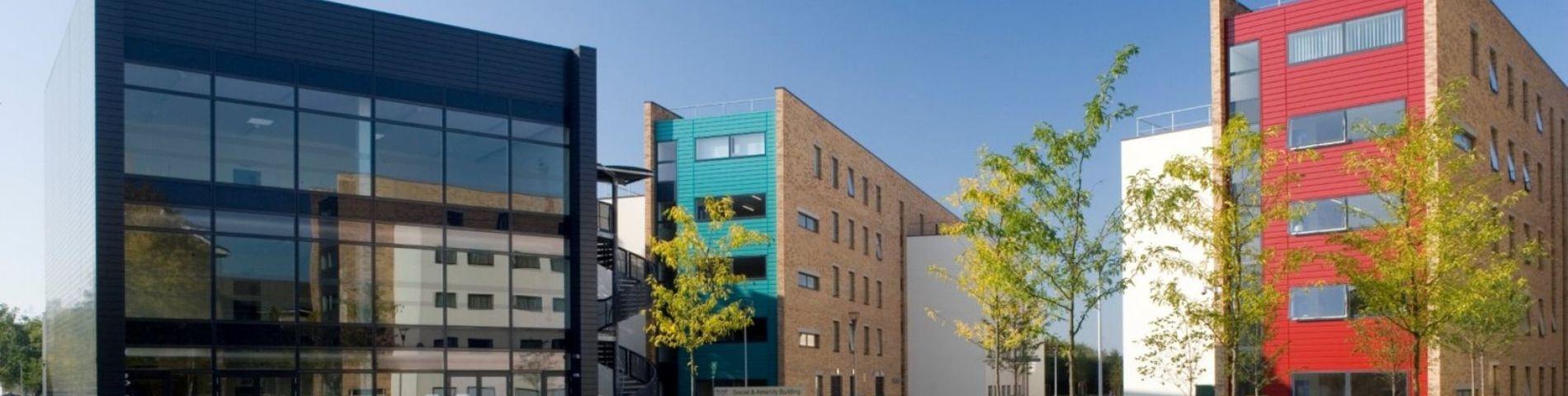 PLUS Junior Centre Uxbridge bild 1