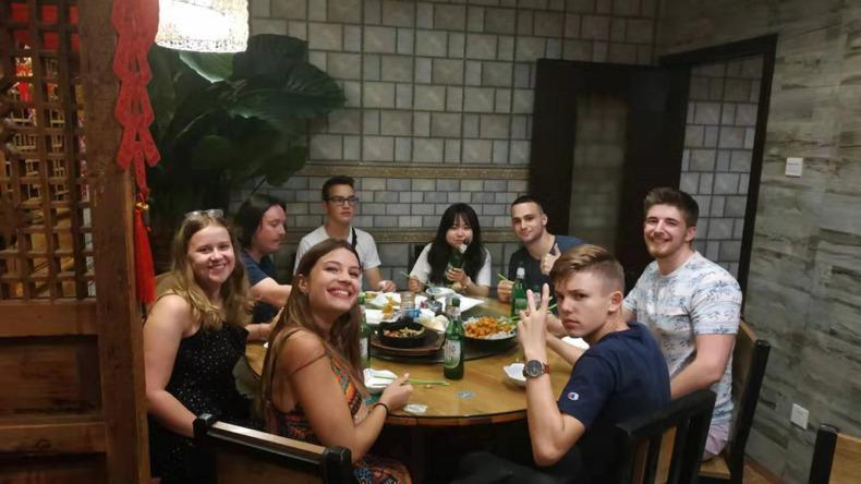 Samen genieten van een maaltijd