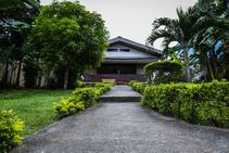 หอพักในมหาวิทยาลัย, Paradise English, เกาะโบราไคย์