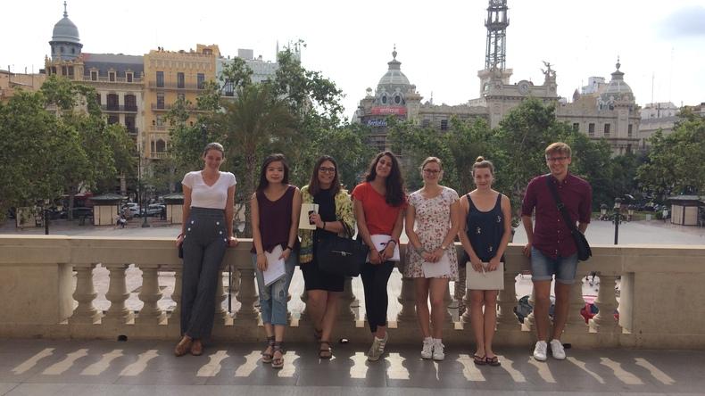 Güneşli Valencia'da yürüyüş