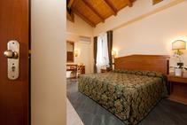 3-зірковий готель Albergo Touring , Centro Koinè, Болонья - 1