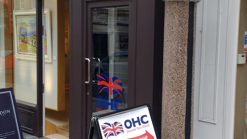 Вхід до школи OHC English